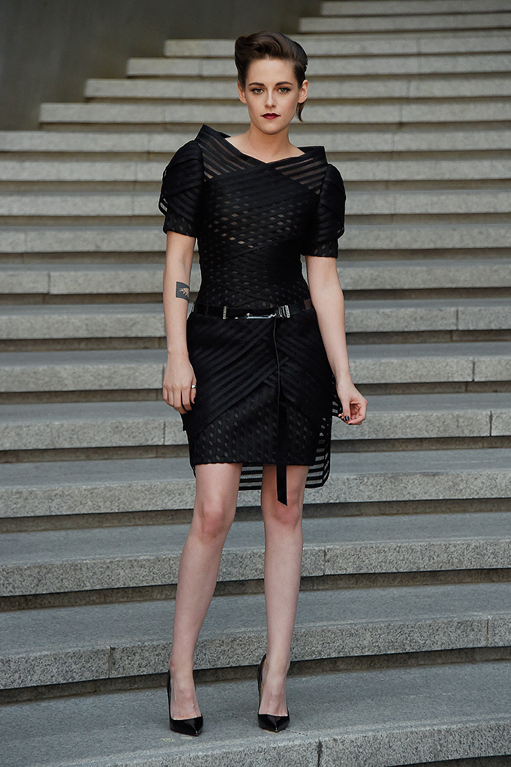 kristen stewart at chanel resort collection presentation in seoul celebrity style fashion. Black Bedroom Furniture Sets. Home Design Ideas