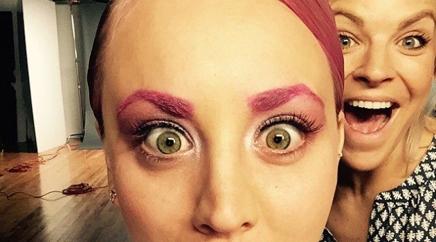Kaley Cuoco new trend pink eyebrows