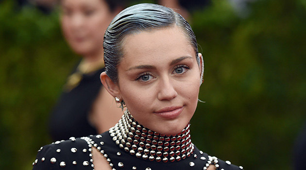 Miley Cyrus blue hair Met Gala 2015