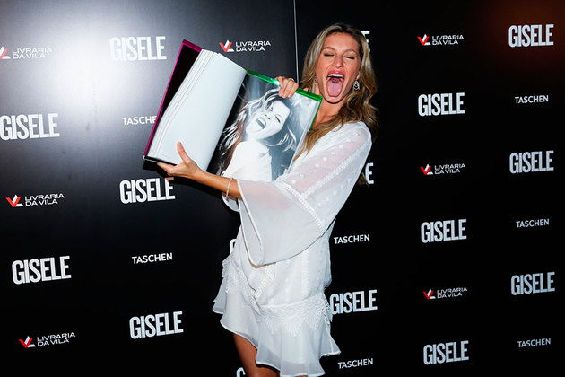 Gisele Bundchen presented her book in Brazil