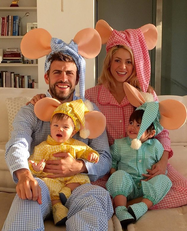 Shakira funny picture of her family in full