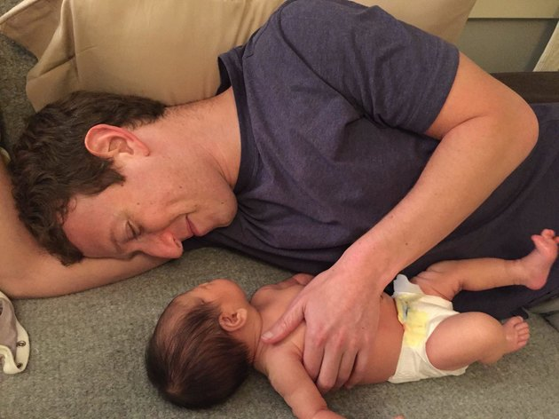 Mark Zuckerberg with his newborn daughter