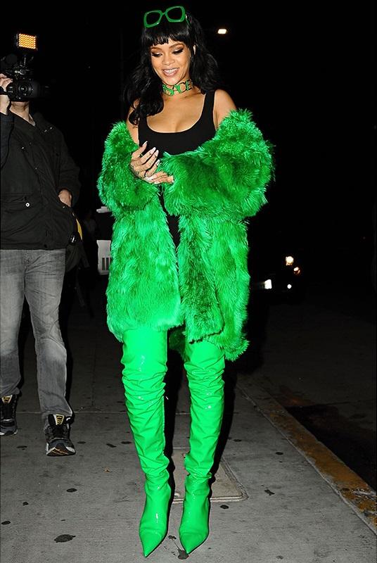 Donu2019t do that Rihannau2019s 15 weirdest outfits | Celebrity Style Fashion | Howomen Magazine