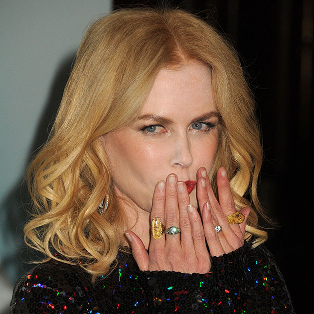 Nicole Kidman with dirt under nails and a sloppy makeup