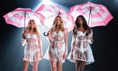 Victoria's Secret angels danced with umbrellas